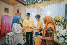 ENGAGEMENT DAY OF GAYUH & DICKY by Velle Marry Photography