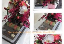 Gift Box ( Chocolate)1 -Pink& White Orchid by Bali Florist-Studio Alami