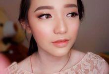 Make up bridesmaid by Grissham Organizer