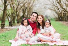 Cherry blossom Family by Lena Lim Photography