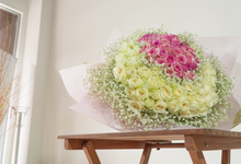 Big Bouquet of 100 Roses by Hatiku Florist