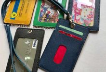 Souvenirs ID Card Holder by Vinas Invitation