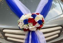 Royal blue and white bridal car by ilmare Wedding