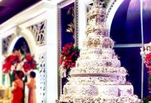 Masterpiece and Signature Wedding Cakes by LeNovelle Cake