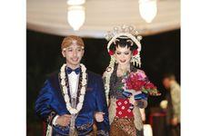 Flowery Romantic Wedding by KreasiYaya