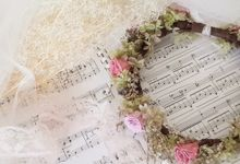 Preserved flower hair accessories by La Belle Juliette