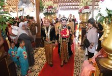 Griya Kulo resto // The Wedding Of Nova And Fahmi by Aorora Catering & WO