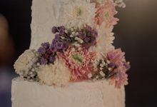 3 Tiers Simple White Wedding Cake by Mommywhalebakers