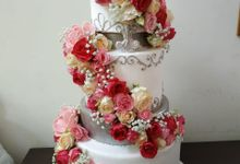 Bright Wedding Cake by Sugaria cake