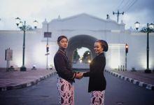 Gandis & Candra Prewedding Baju Adat Jawa by AnnaSalon