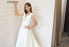 WEDDING  GOWN by L E U R A Bride