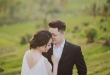 Michael & Francisca Bali Engagement Portrait by Teora Photography