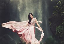 FLOWY DRESS IN THE WIND by natalia soetjipto