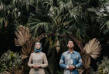 The Engagement of Melly & Wisnu by alienco photography