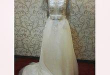 simple wedding dress by Laumard