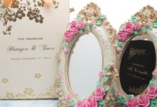 Elegant handpainted mirror in Paperbag  by Fine Souvenir