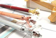Luxurious Diamond Pen Include Elegant Acrylic Box by Fine Souvenir