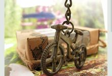 Keychain Vintage Camera , Violin , Bike by Fine Souvenir