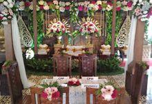 Dekorasi Pelaminan Adat Jawa by Aorora Catering & WO