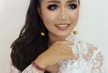 Professional make up artist by Armua