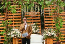 MC at fabulous wedding with outdoor garden concept by MC Wedding Banna