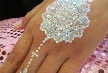 White Henna For Fitri Wedding by Shitara Henna Bali