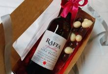 Mini Sparkling Wine Gift Set by Megabites Chocolate