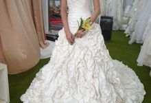 FITTING WEDDINGDRESS by Bee Bridal Center