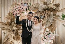 Sarah & Dhimas Intimate Wedding by newlyweds.wo