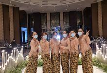Jakarta Pagar ayu / pagar bagus / angpao girl (A) by pertama management