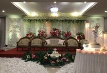 Sparkles of red & happiness in the midst of peacefully serene white wedding of Sion & Sherly by Haka Restaurant