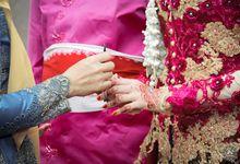 Pernikahan ardian dan Indah dilakukan di hotel crystal lotus Yogyakarta. Nuansa busana yang bercampur antara magenta dan gold menambah keindahan terse by SVARGA PHOTO & FILM