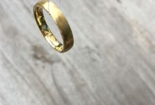 Inma & Michael sustainable wedding bands by Sceona