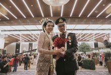 JAVANESE WEDDING & PEDANG PORA OF NILA & ARIO by  Menara Mandiri by IKK Wedding (ex. Plaza Bapindo)