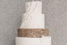 Monochromatic 4 Tiers Wedding Cake by KAIA Cakes & Co.