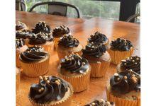 3 Tier Cake & Cupcake by Velvet Cake