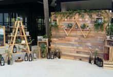 RUSTIC BACKDROP PHOTOBOOTH by It's True Wedding Planner and Decoration