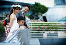 Family Photos with your plus one by The Wedding & Co