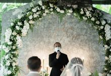 Jackson & Carissa Intimate Wedding Decor by Enbloomen