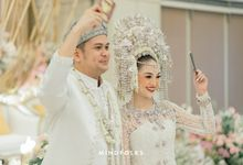 Marriage ceremony of Olga & Dito with Minang Style by Financial Hall by IKK Wedding