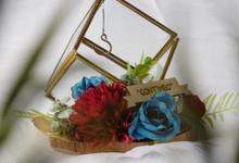 Petite Square Ring Bearer for Rosalia & Partner by Jeestudio Id