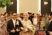 Modern Javanese Wedding of  Dinda & Adrian by  Menara Mandiri by IKK Wedding (ex. Plaza Bapindo)