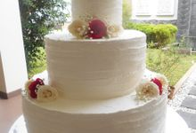 red and white wedding cake by Blessing_Patisserie