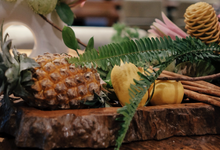 tropical vibe on tania & yohanes intimate wedding by jumah cenik