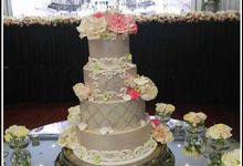 Wedding Cake by Aida's Sweet Treats