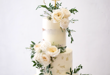 Wedding cake with fresh flower  by K.pastries