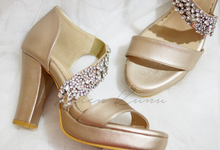 Champagne gold wedding shoes by Helen Kunu by Kunu Looks
