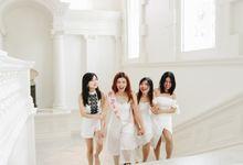 Aileen & Friends by FotoMory