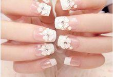 nail art- 24 pcs kuku palsu dengan taburan bunga dan mutiara putih by Triwindu shop