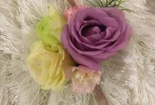 Bridesmaid bouquet & wrist corsage  by La Fleur Société